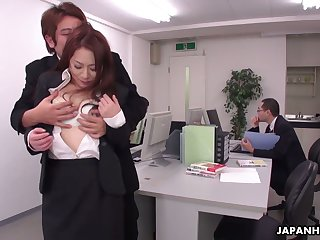 Choke-full with sexual intercourse dudes fuck down in the mouth Miss Lonelyhearts Yuri Kawana in the office