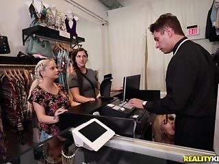 Naomi forest heads shopping for the man meat be advantageous to the right size porntube