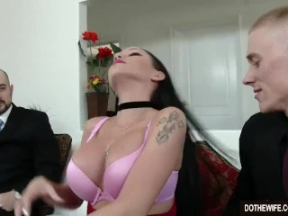Stupefying dark-haired wifey Raven Bay pillaging onwards of hubby best porn