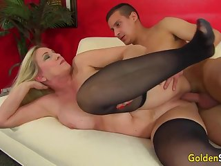 Towheaded mature bi-atch in dark-hued pantyhose, Cala Thirsts is penetrating a junior boy like a superslut