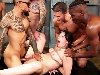 Brunette hard fucked  at dramatize expunge gym